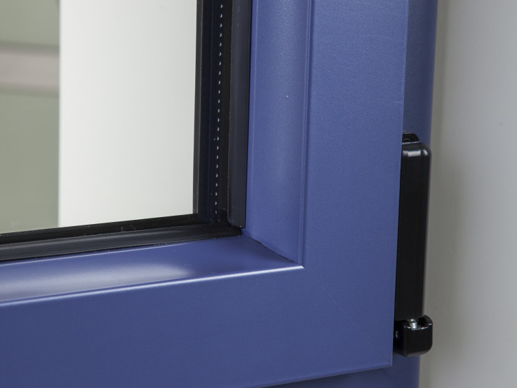 Fen tre novaltuce l 39 aluminium pour le design et la for Fenetre interieure